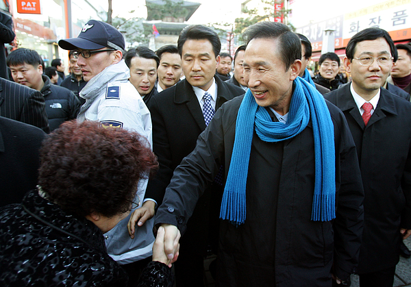 Presidential Candidate Lee Myung-bak Campaigns In Suwon Photograph by Chung Sung-Jun