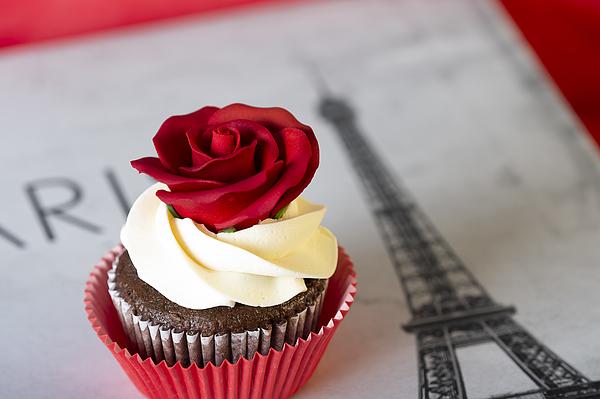 Red Rose Cupcake Photograph by Ian Gwinn