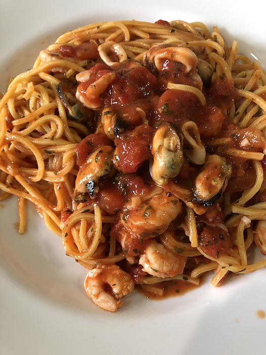 Spaghetti with seafood Photograph by ©Daniela White Images