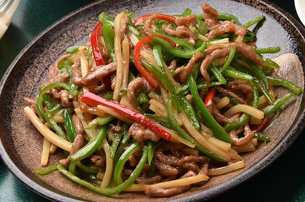 Stir-fried shredded beef and green pepper Photograph by Hanasunrise