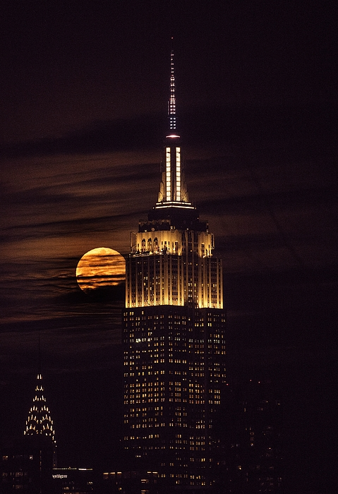 Super blue blood moon in New York Photograph by Anadolu Agency