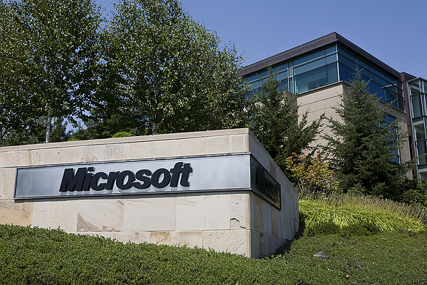 Yahoo And Microsoft Agree To Search Deal Photograph by Stephen Brashear