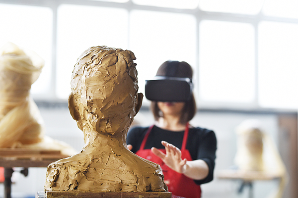 Young Female Sculptor Is Working With Vr In Her Studio Photograph by Baranozdemir