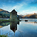 Castle On The Loch by Lynn Bolt