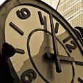 Clock by Roberto Bravo