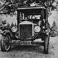 Tin Lizzy - Ford Model T by Bill Cannon