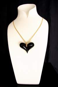 BLACK HEART is the first jewel designed by Emanuele Rubini dedicated to Amy Winehouse