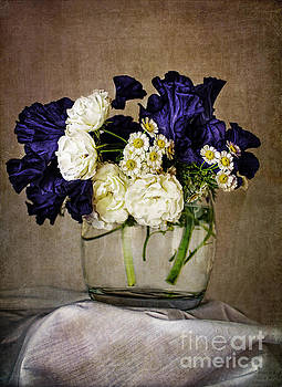 Elena Nosyreva - Bouquet of irises roses and daises