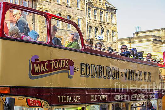 Patricia Hofmeester - City tour in Edinburgh in vintage bus