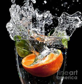 Simon Bratt Photography LRPS - Fruit drop with big splash