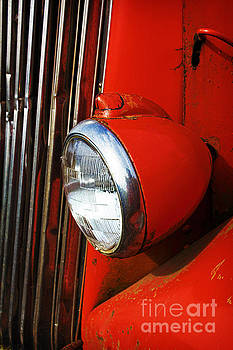 Elena Nosyreva - red headlight