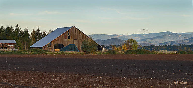 Mick Anderson - Rogue Valley Barn in Late Afternoon