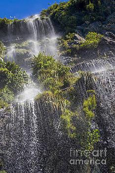 Patricia Hofmeester - Waterfall in Doubtful sound