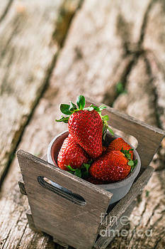 Mythja Photography - Strawberries on wood