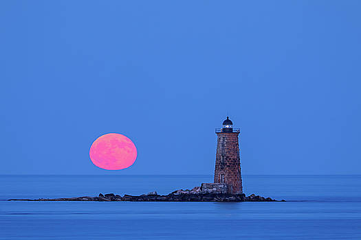 Juergen Roth - Castle Island View of Whaleback Lighthouse and Full Moon