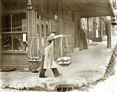 California Views Mr Pat Hathaway Archives - Chinese man carrying produce in baskets balanced on pole over shoulder in San Francisco