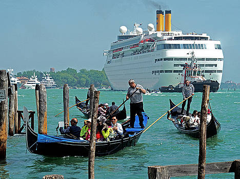 Dennis Cox WorldViews - Cruise Ship Port of Venice