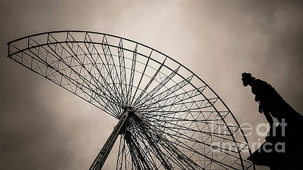 BERNARD JAUBERT - Dismantling of a ferris wheel.