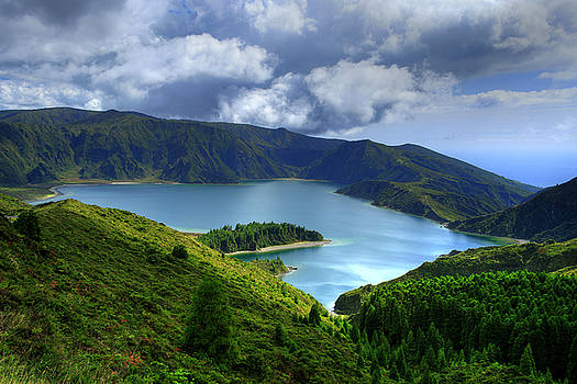 Gaspar Avila - Lake in the Azores