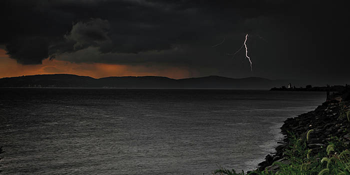 Dave Hahn - Lightning over the Hudson I