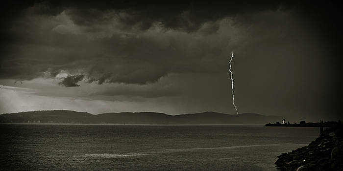 Dave Hahn - Lightning over the Hudson II