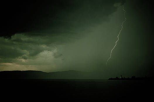 Dave Hahn - Lightning over the Hudson III