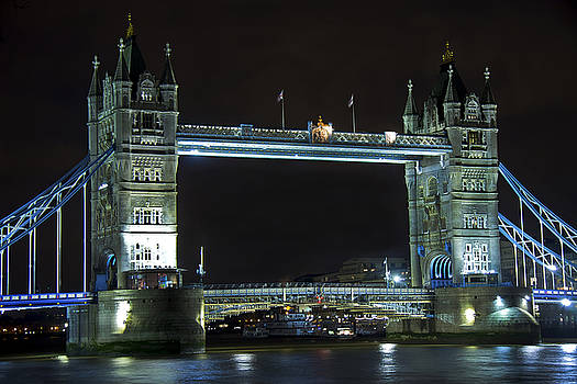 Kamil Swiatek - London Bridge at Night
