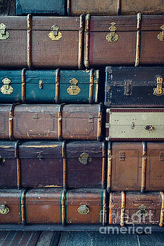 Mythja Photography - Vintage suitcases