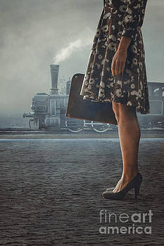 Mythja Photography - Woman with suitcase