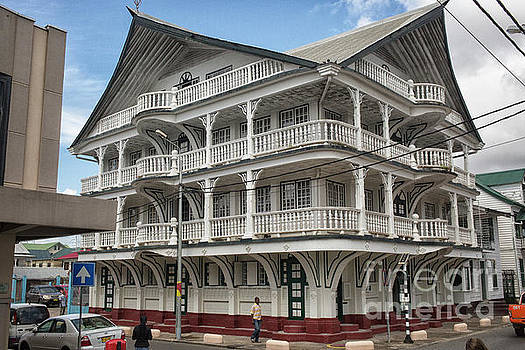 Patricia Hofmeester - Wooden house in colonial style in downtown Suriname
