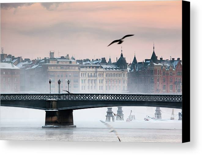 Horizontal Canvas Print featuring the photograph Skeppsholmsbron, Stockholm by Hannes Runelöf