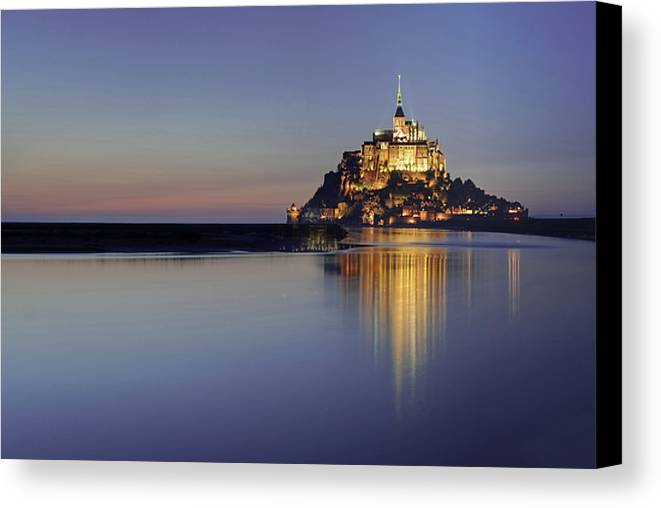 Horizontal Canvas Print featuring the photograph Mont Saint-michel, France by David Min