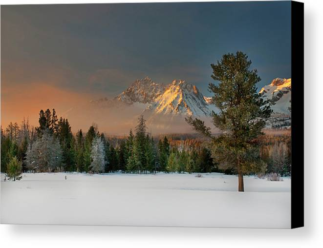 Horizontal Canvas Print featuring the photograph Sunrise Over Sawtooth Mountains Idaho by Knowles Photography
