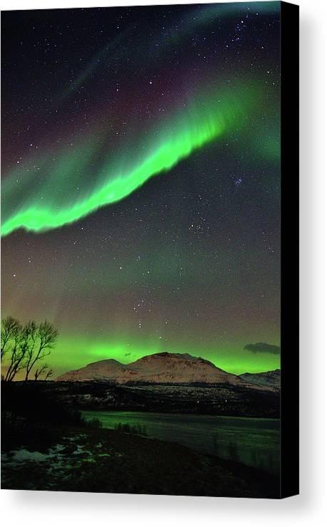 Vertical Canvas Print featuring the photograph Aurora Borealis by John Hemmingsen