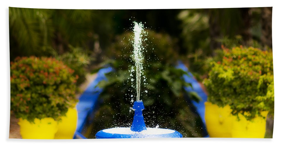 Fountain Hand Towel featuring the photograph Fountain In Jardin Majorelle Morocco by Beth Riser