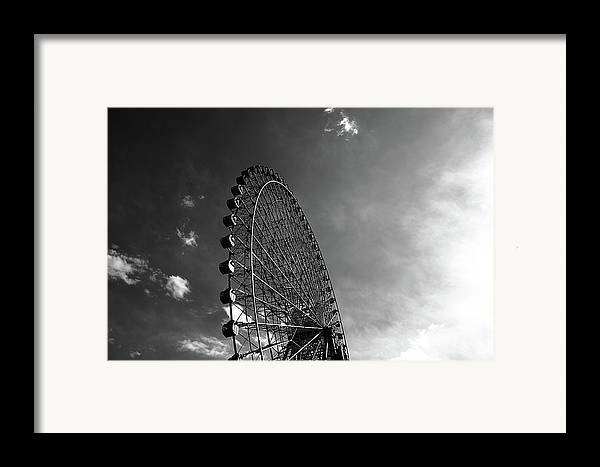 Horizontal Framed Print featuring the photograph Ferris Wheel Against Sky by Kiyoshi Noguchi