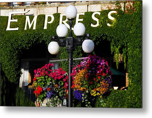 Fine Art Photography Metal Print featuring the photograph Flowers At The Empress by David Lee Thompson