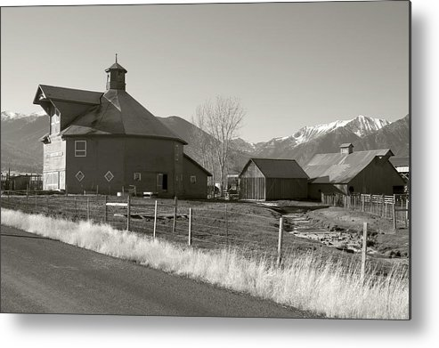 Metal Print featuring the photograph 8-sided Barn by Stephen Ingham