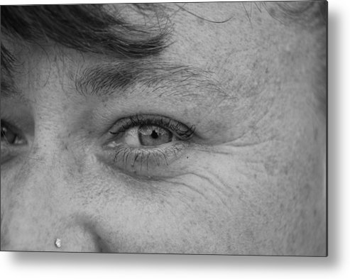 Black And White Metal Print featuring the photograph I See You by Rob Hans