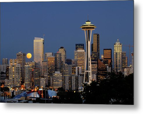 Seattle Metal Print featuring the photograph Full Moon Rising A059 by Yoshiki Nakamura