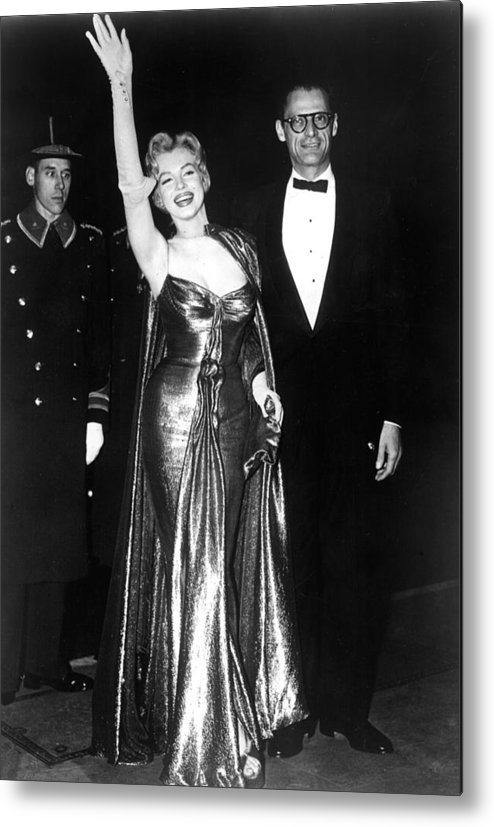 Candid Metal Print featuring the photograph Marilyn Monroe Waves To The Crowd by Everett