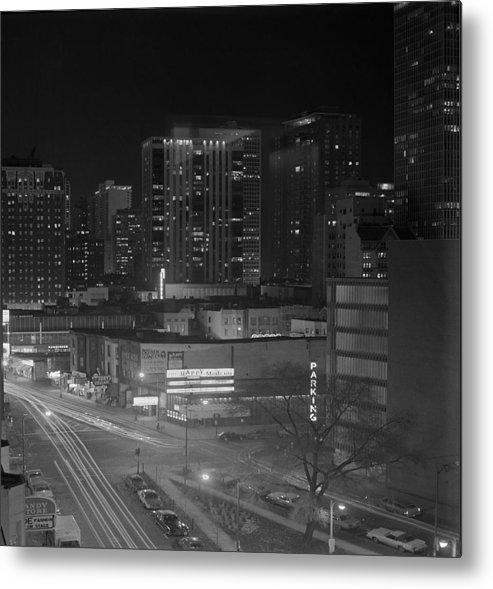 Tree Metal Print featuring the photograph Chicago Night by Arni Katz