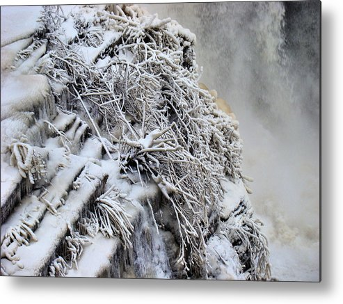 Metal Print featuring the photograph Freezing Falls by Tingy Wende