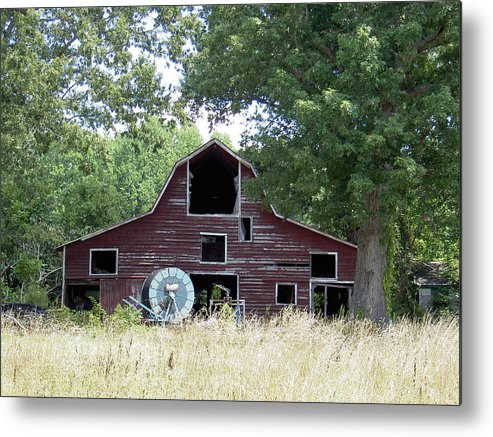 Barn Metal Print featuring the photograph Old Red by Robert Boyette