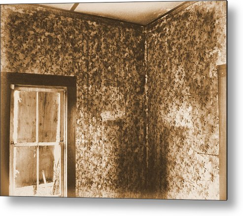 Abandoned Rustic Old Haunted Ghostly Scary Metal Print featuring the photograph The Sitting Room by Tingy Wende