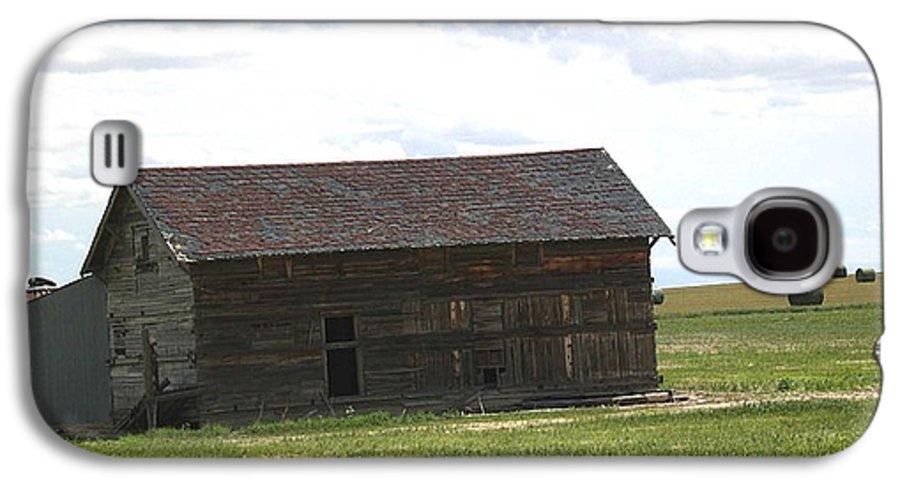 Landscape Galaxy S4 Case featuring the photograph Grassland Farm by Margaret Fortunato