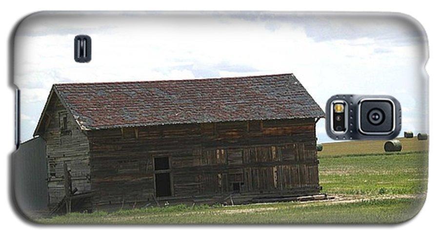 Landscape Galaxy S5 Case featuring the photograph Grassland Farm by Margaret Fortunato