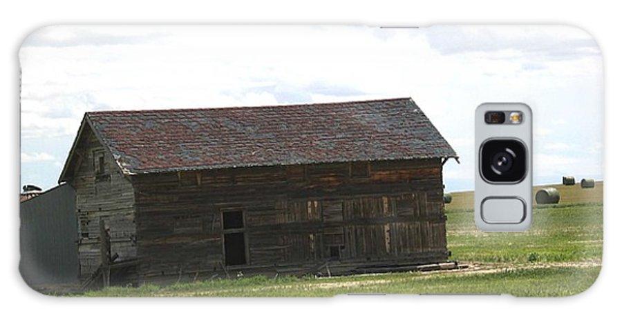 Landscape Galaxy S8 Case featuring the photograph Grassland Farm by Margaret Fortunato