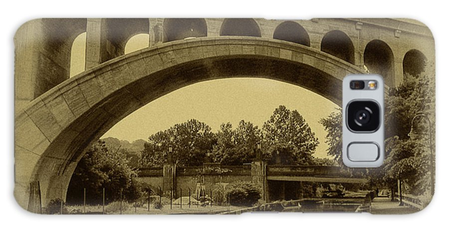 Manayunk Galaxy S8 Case featuring the photograph Manayunk Canal In Sepia by Bill Cannon