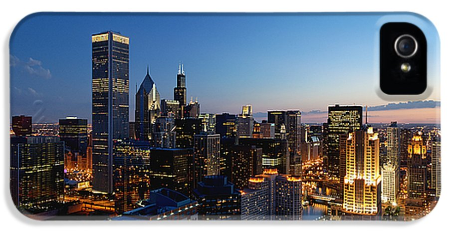 Chicago IPhone 5 Case featuring the photograph Night Falls On Chicago - D001087 by Daniel Dempster